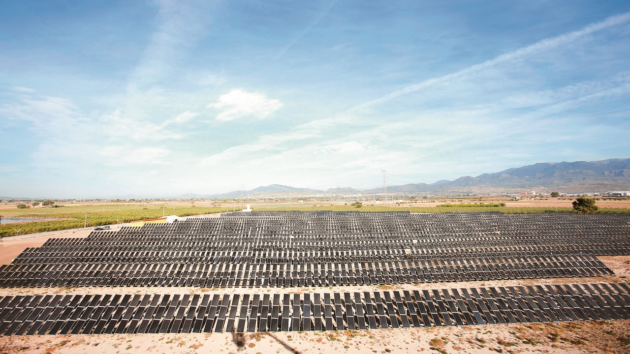 04 Some solar plants include on-site environmental stations that record weather and solar irradiance.