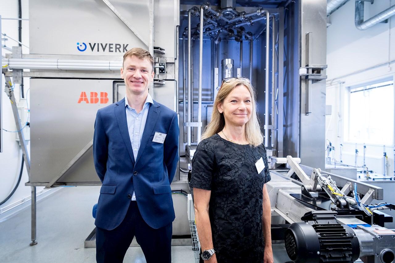 Frederic Tholence, Lab Host, och Karin Gustafsson, Lab Manager, för ABB:s nya Washdown Lab.