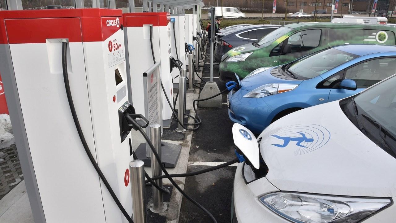 """""""Circle K"""" elektromobilius įkraus su ABB didelės galios įkrovimo stotelėmis"""