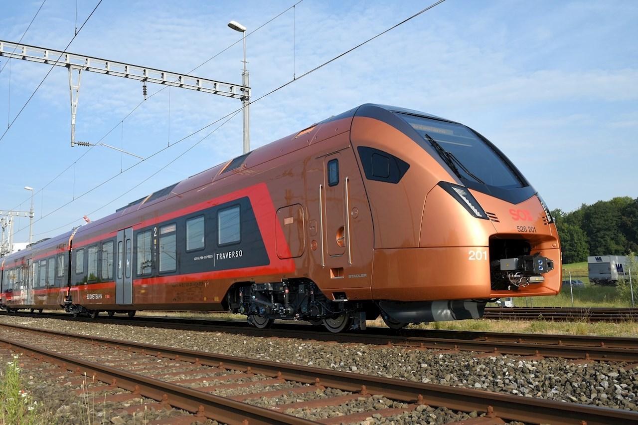 Tren Regional Fast Light Innovative (FLIRT por sus siglas en inglés) para el operador suizo Schweizerische Südostbahn (SOB) © Stadler