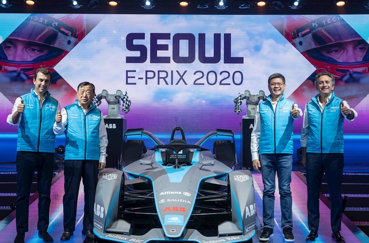 Caption from left to right: Alberto Longo, Deputy CEO and Chief Championship Officer, Formula E; Hee-Beom Lee, President, 2020 Seoul E-Prix Operation Committee; Sweeseng Lee, President, ABB South Korea; Alejandro Agag, CEO and Founder, Formula E.