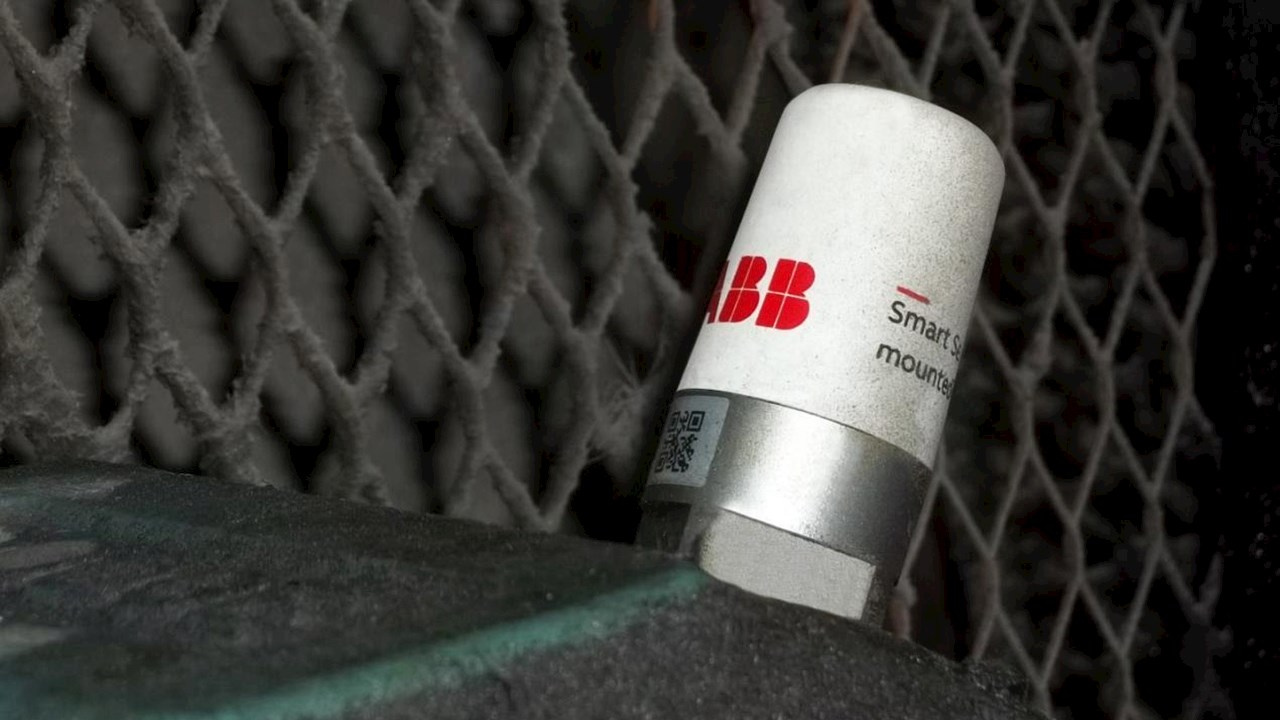 UK coatings firm selects ABB Ability™ Condition Monitoring to help reach zero downtime goal