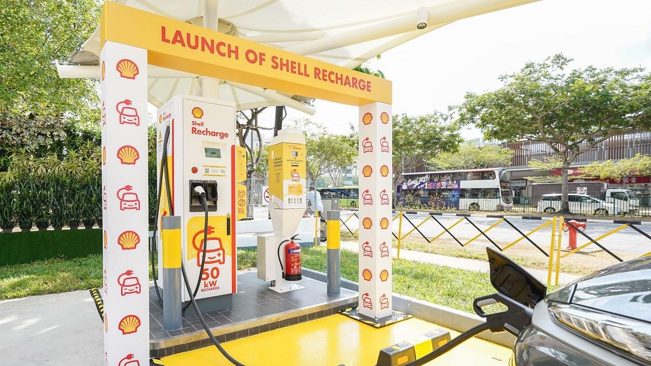 ABB、シンガポールのガソリンスタンドにEV充電器を設置
