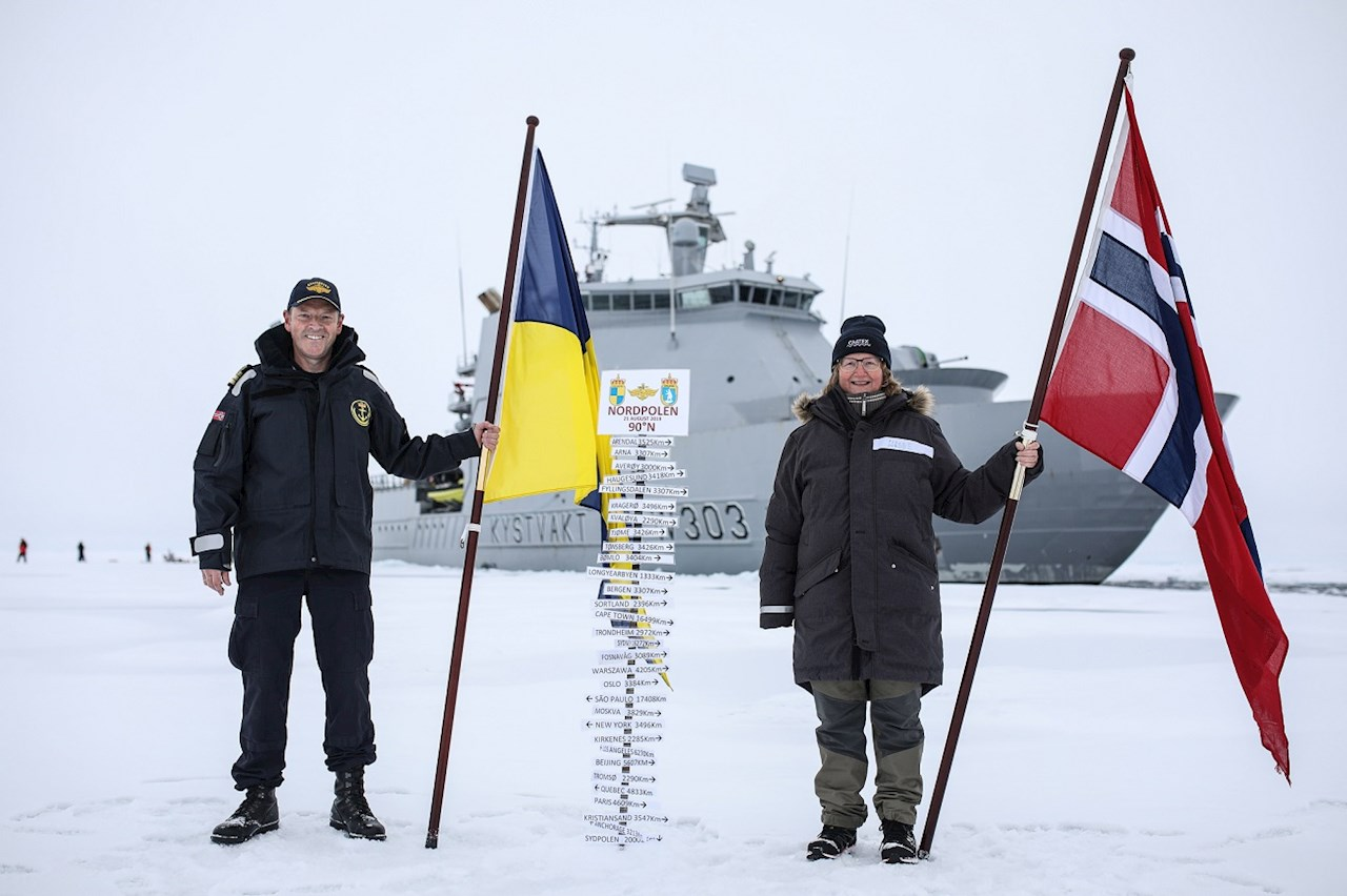Commanding officer Geir-Magne Leinebø and expedition leader CAATEX Dr. Hanne Sagen at the North Pole. Photo courtesy of the Norwegian Coast Guard.