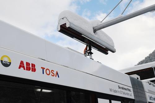 A TOSA elektromos busz és a töltőállomás a gyakorlatban.
