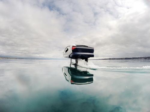 A SeaBubbles, futurisztikus, nulla kibocsátású, új kialakítású vízitaxi.