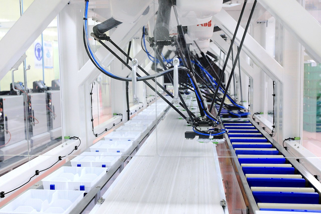 ABB technologies assure the quality and reliability of food from power connection to robotic palletizing at the end of the line