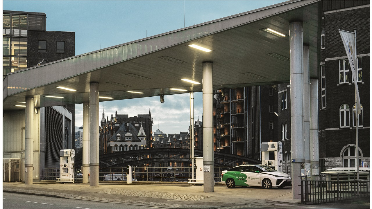 08 Clean, high-energy-density fuel cells are the ideal solution for powering transport in urban areas.