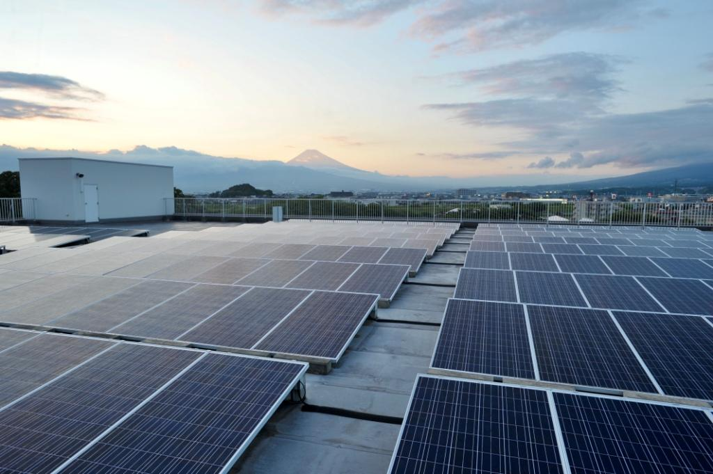 A 1,000 solar panel installation will generate up to 257kW electric power for ABB Bailey's carbon neutral-oriented facility in Japan, which highlights how a sustainable energy transition can succeed with effective energy management.