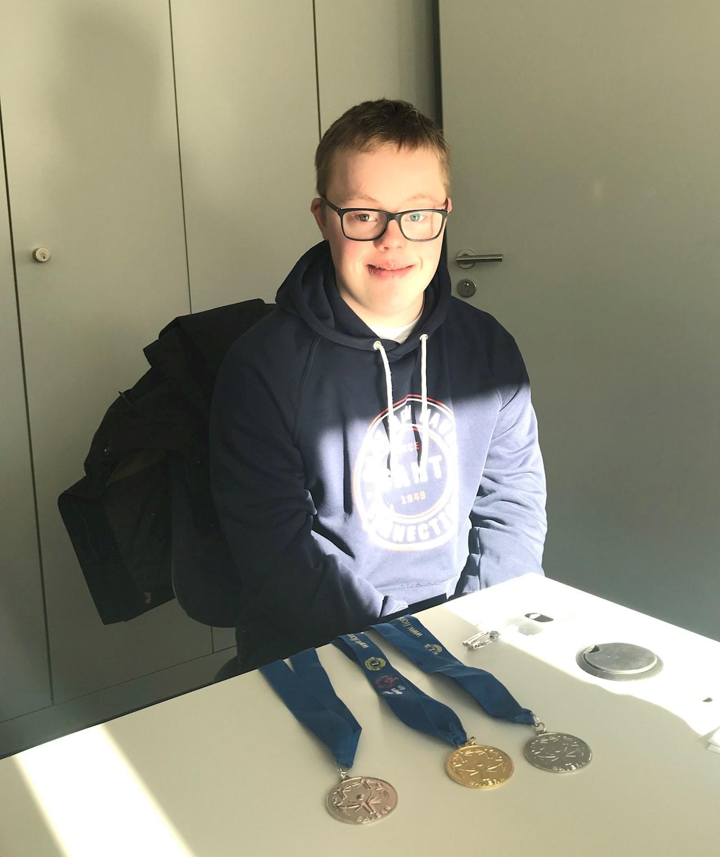 Medaillengewinner: In der Freizeit schwimmt Philipp und nahm erfolgreich an Nationalen Spielen von Special Olympics teil. Dafür wurde er im März 2019 zusammen mit anderen Athleten von der Stadt Mannheim geehrt.