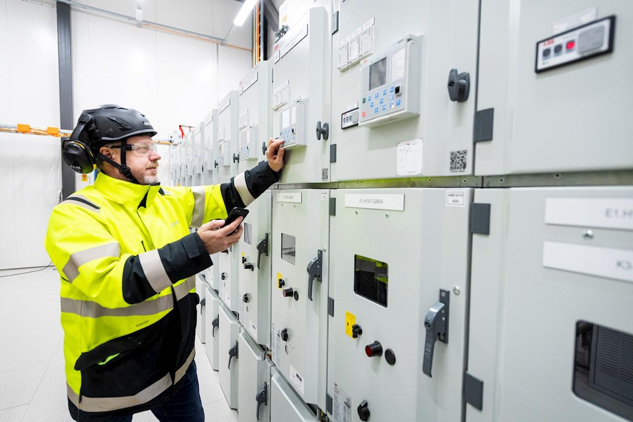 Kraftsystemet settes i drift trinn for trinn fra 2021 når batteriproduksjonen er planlagt å starte.