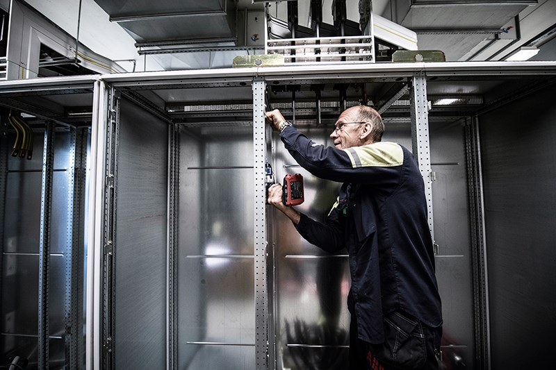 With the ABB Drive Retrofit service, only the contents are changed and the old cabinet remains. It is a more cost effective and in many cases environmentally friendly solution than replacing the entire cabinet.