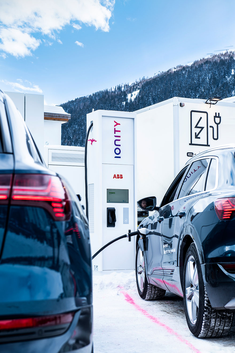 Environmentally friendly travel from Zurich to Davos, thanks to ABB charging technology.