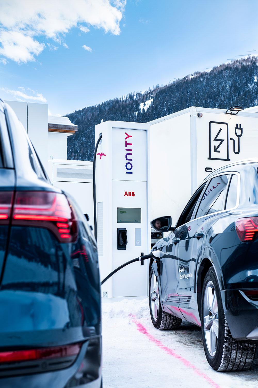 Umweltfreundlich von Zürich nach Davos fahren - dank Schnellladetechnologie von ABB