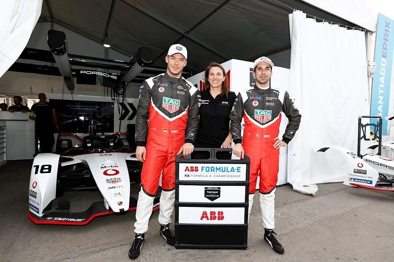 Die Drei im Porsche-Cockpit: Andre Lotterer (Pilot), Simona de Silvestro (Test- und Ersatzpilotin sowie ABB-Botschafterin, Neel Jani (Pilot) (v.l.n.r.).