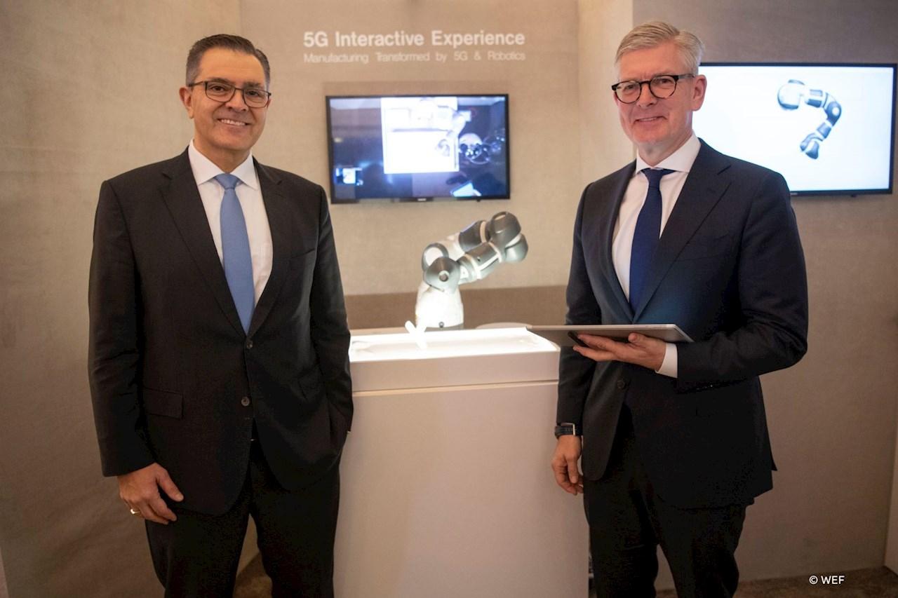Sami Atiya, Leiter des ABB-Geschäftsbereichs Robotik und Fertigungsautomation, und Börje Ekholm, CEO von Ericcson