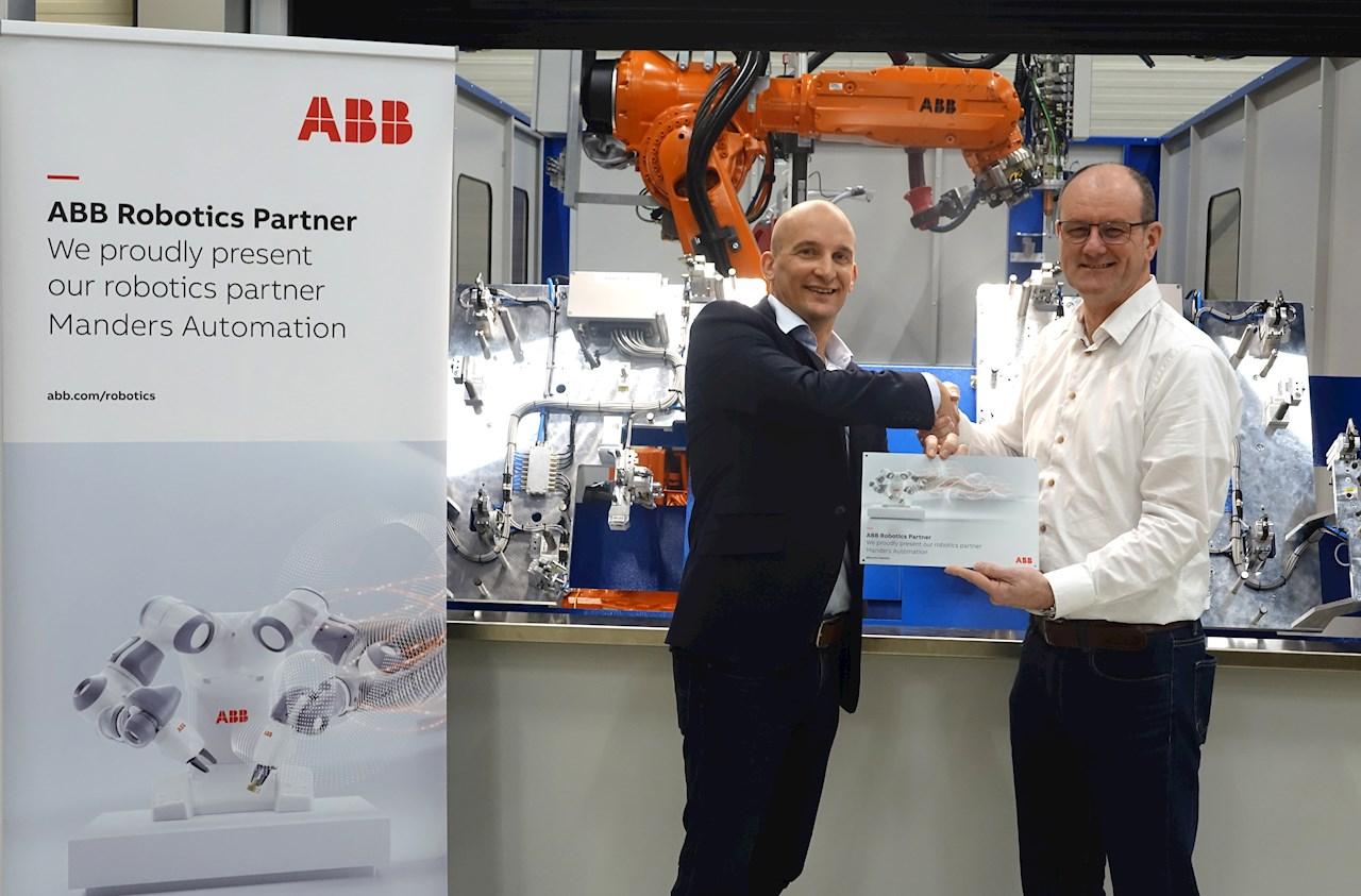 Jeroen Snijkers de ABB Robotics et John Thijssen de Manders Automation