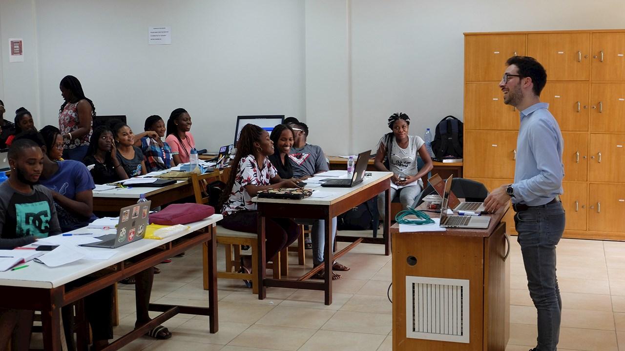 ABB unterstützt Stipendienprogramm für Studierende der Ingenieurwissenschaften in Afrika