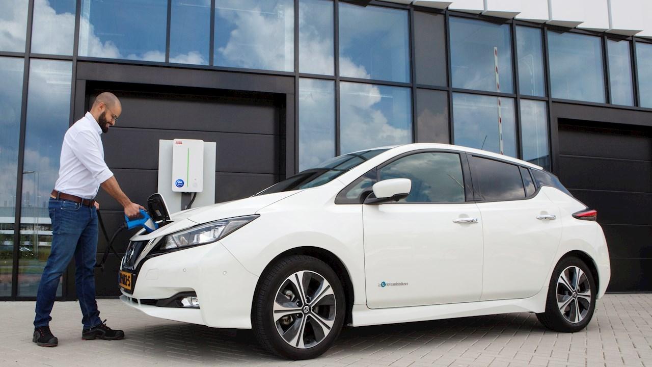 Con le nuove stazioni di ricarica intelligenti di ABB i veicoli elettrici possono fornire energia alla rete