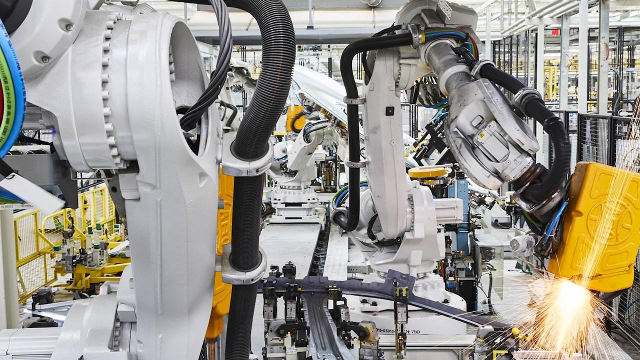 ABB baut E-Mobilität-Geschäft aus: VW Nutzfahrzeuge setzt 800 Industrieroboter zur Fertigung von Elektrofahrzeugen ein