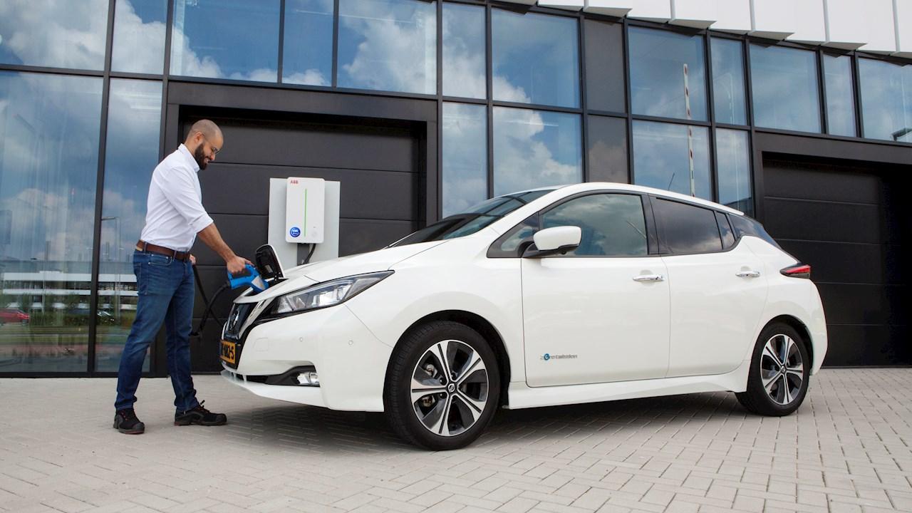 Veículos elétricos devolvem energia elétrica à rede com carregamento inteligente da ABB