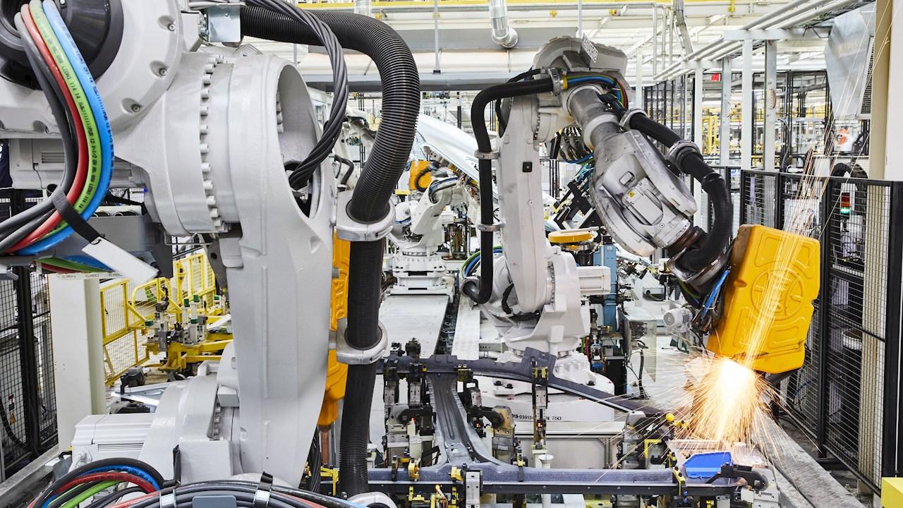 Η ABB επενδύει στην ηλεκτροκίνηση: Η VW Commercial Vehicles προμηθεύεται 800 βιομηχανικά ρομπότ για την κατασκευή νέων ηλεκτρικών οχημάτων