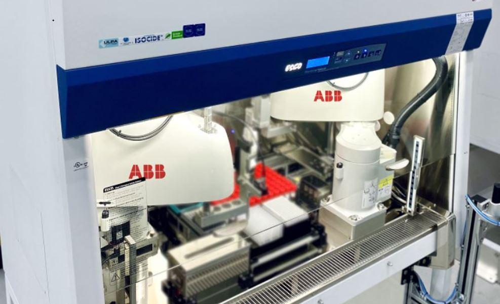 I robot ad alta precisione ABB sono stati impiegati in un nuovo sistema di laboratorio automatizzato, noto come Rapid Automated Volume Enhancer (RAVE)