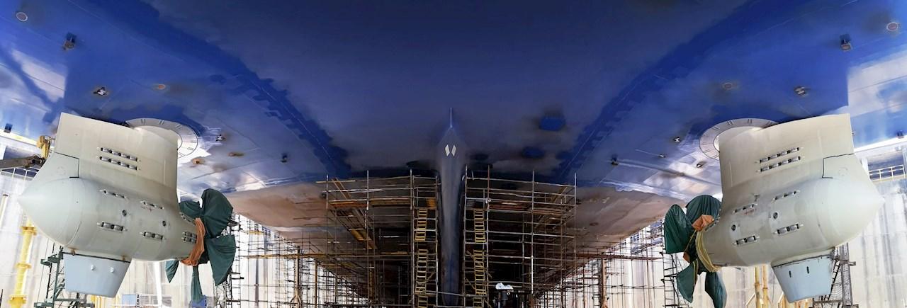 Azipod®-potkurikäyttöjärjestelmä yksinkertaistaa rungon rakennetta, mikä alentaa aluksen vesivastusta kahdeksalla prosentilla.