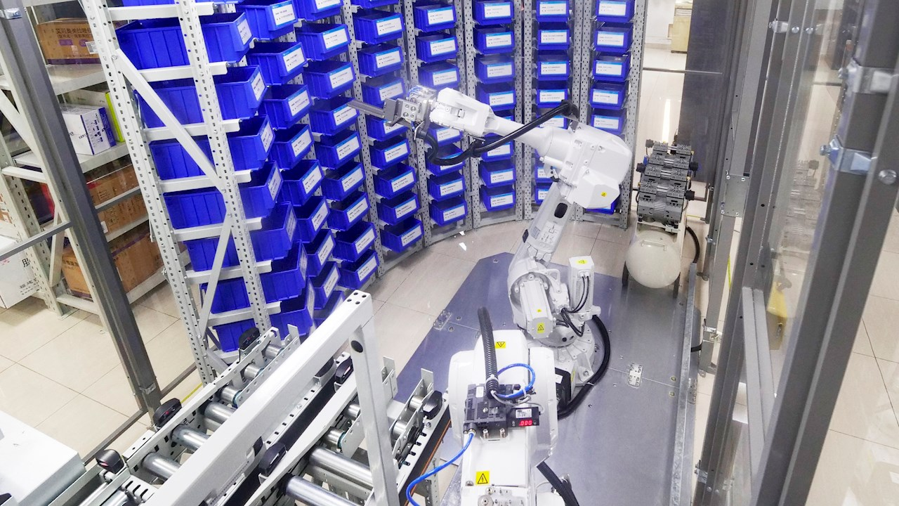 Robots revolutionize drug dispensing at Shanghai Seventh People's Hospital