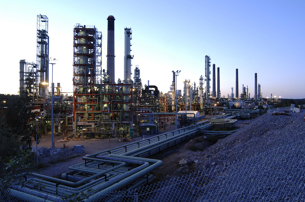 The TOP process information system provided by ABB is used in optimizing the total production of the entire refinery. It combines data from multiple automation systems and provides a complete view of the oil refining processes of the facility.