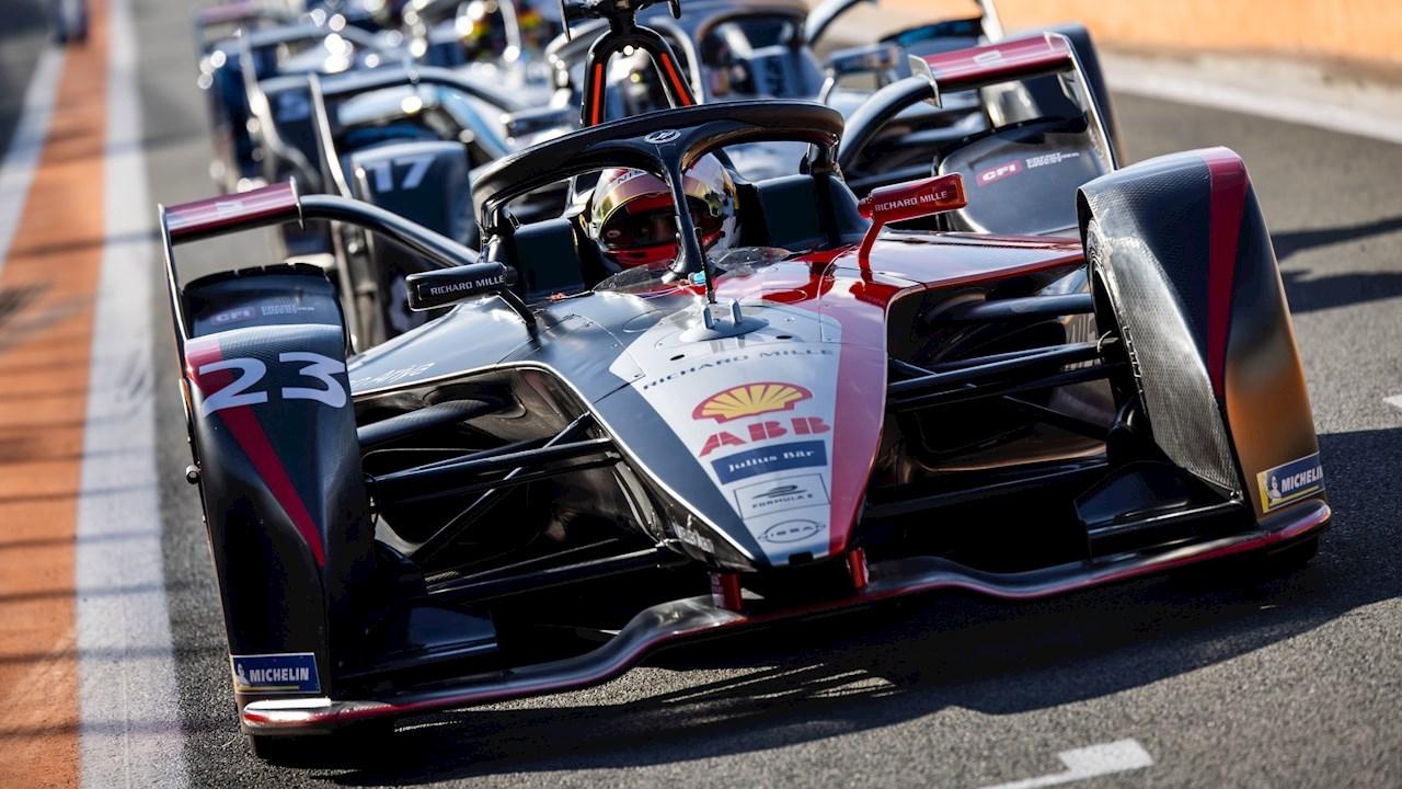 La technologie d'ABB permet au championnat mondial de Formule E ABBFIA de ne jamais « quitter les ondes »