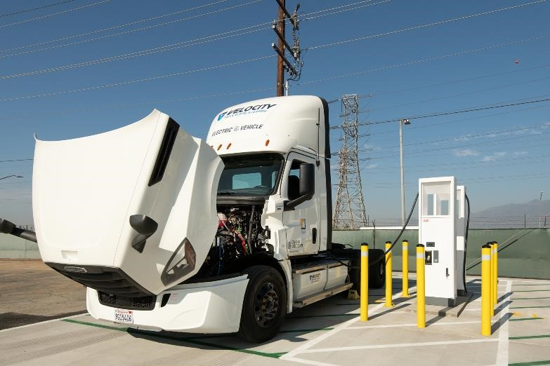 Daimler's eCascadia Class 8 truck offers a look under the hood at SCE's Irwindale California facility while charging up with an ABB Terra HP high power charging system. Photo courtesy of SCE.