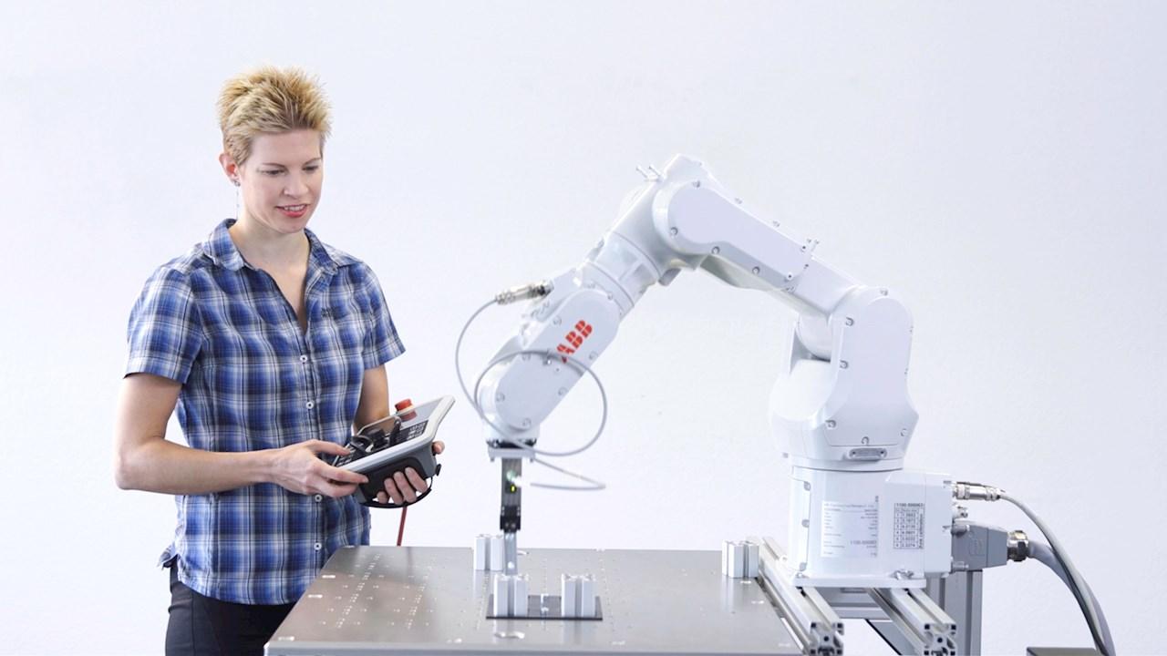 """Robôs industriais da ABB passam a contar com o software de programação fácil """"Wizard Easy Programming"""""""