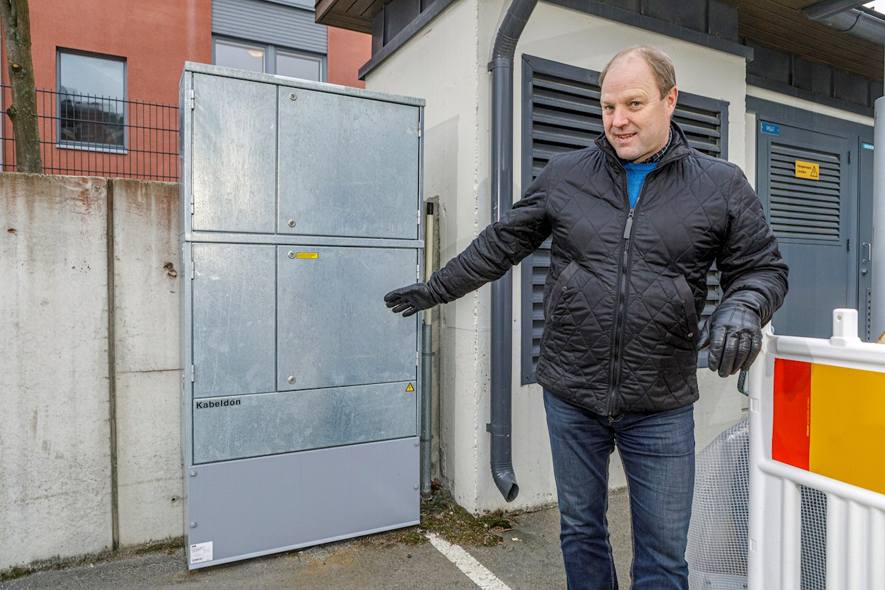 Hotelli Puijonsarven tekninen isännöitsijä kiittelee moitteettomasti toimivasta jakokeskuksesta.