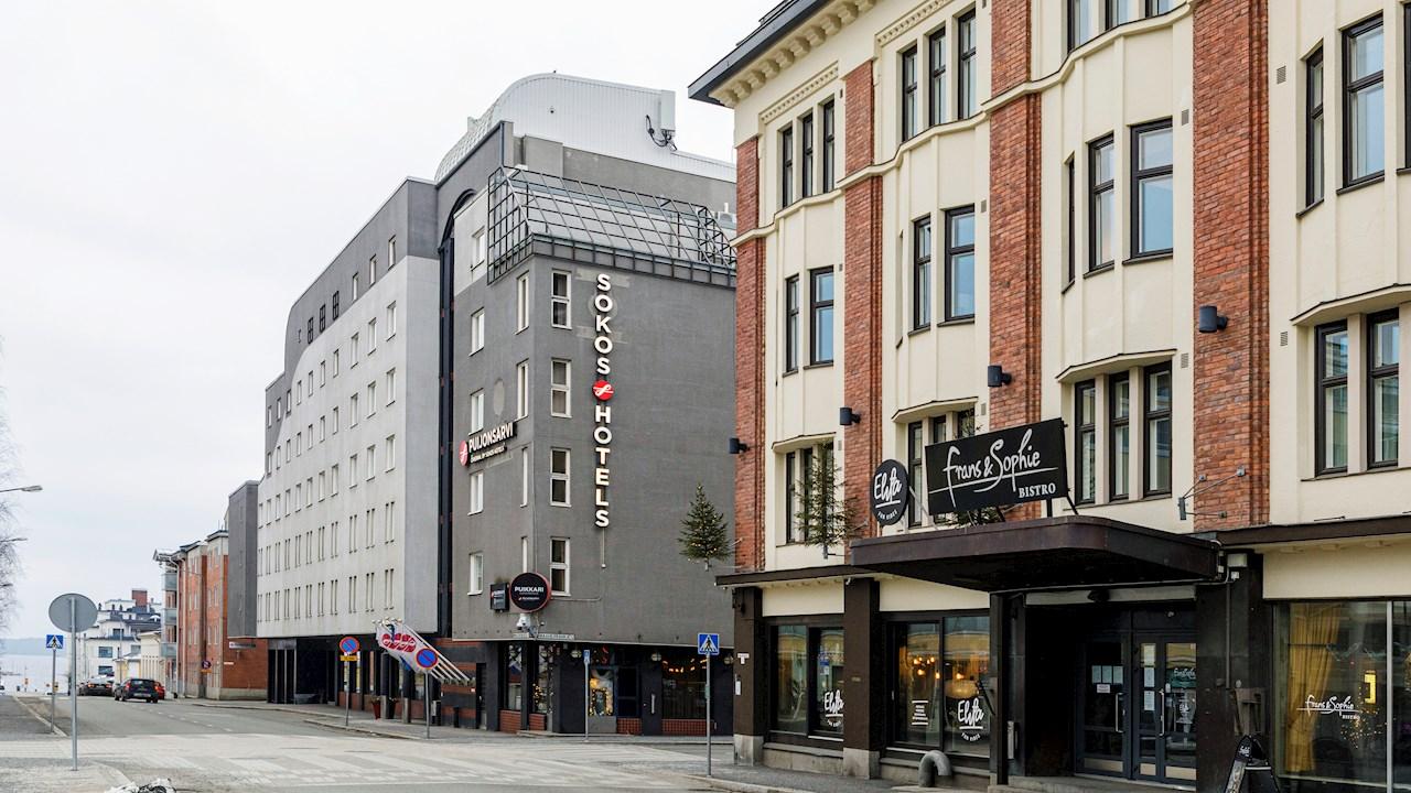 Hotelli Puijonsarven sähköautojen lataukseen toimitettu jakokeskus