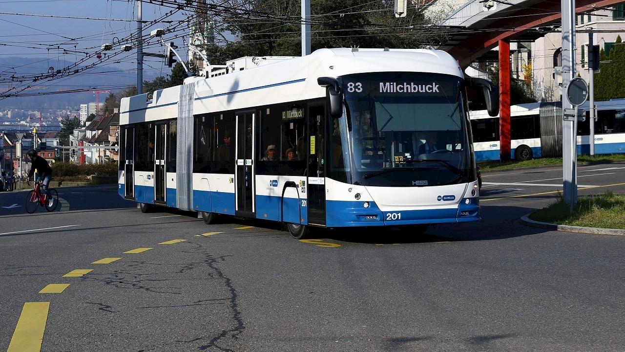 Les technologies d'ABB permettent aux bus de la ligne83 à Zurich de gagner en efficacité énergétique et en durabilité