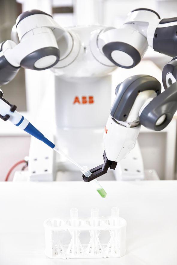 El robot Yumi de ABB, con doble brazo, ha llevado a nuevas cotas la colaboración entre robots y humanos
