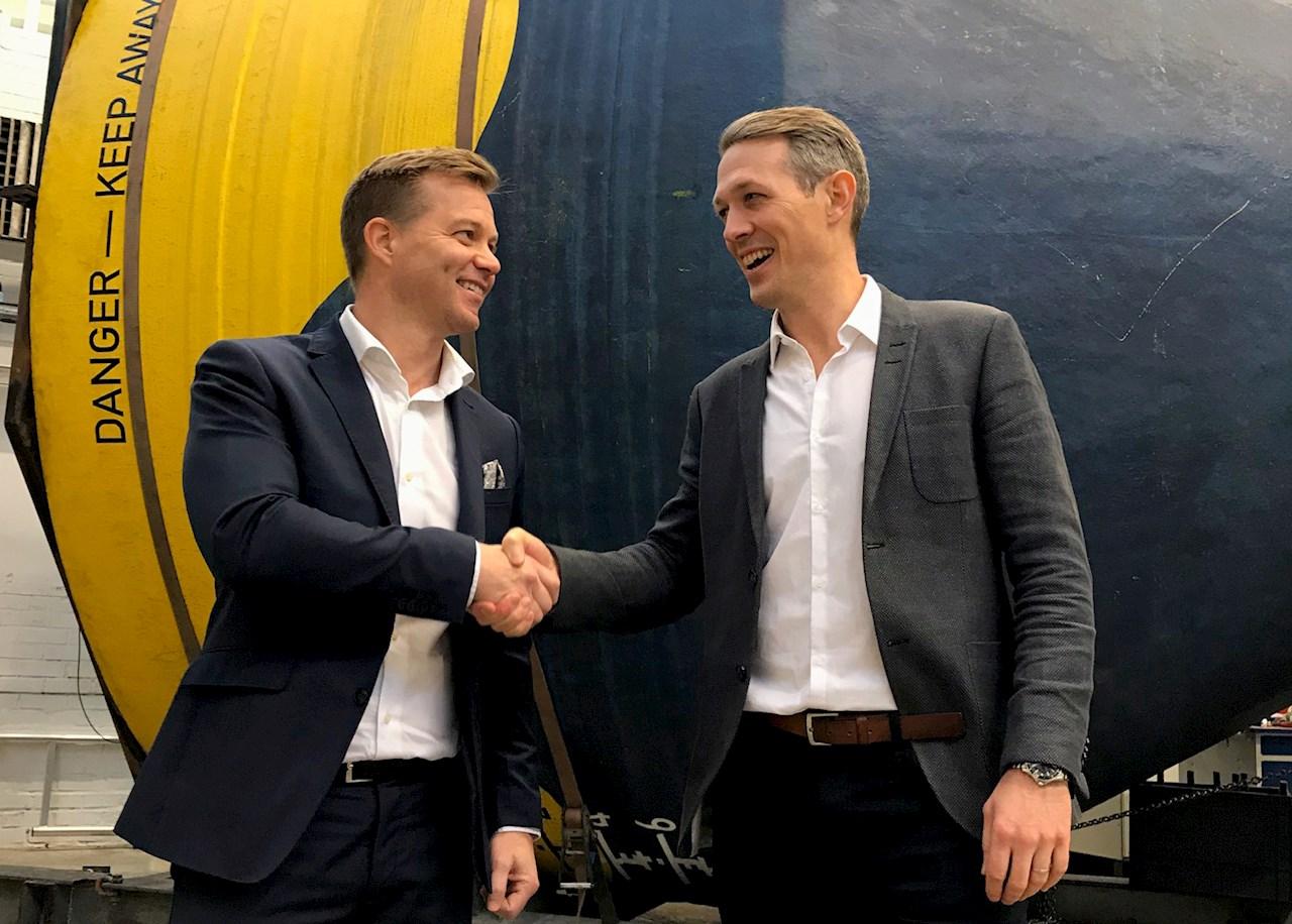 Ulf Hellström, Local Business Manager för ABB Motion i Sverige tillsammans med Patrik Möller, grundare och VD för CorPower Ocean.