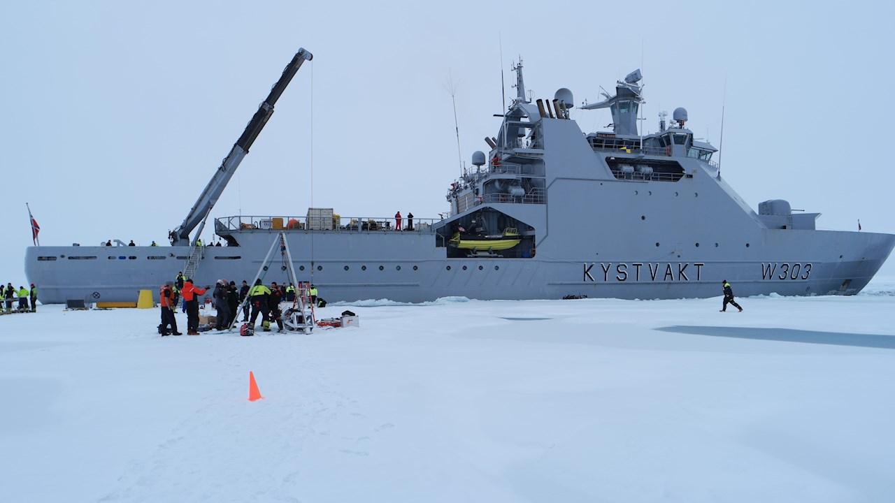 KV Svalbard på Nordpolen (Ill. Kystvakten).
