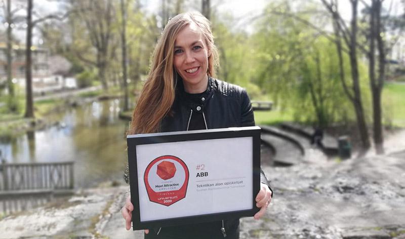 Maria Pasanen vastaanotti tunnustuksen hienosta sijoituksesta.