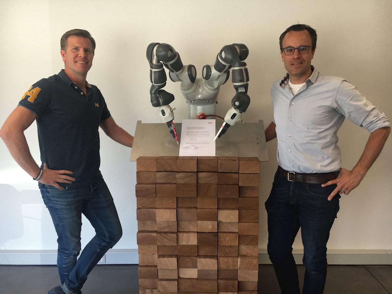 A gauche : Martijn Dubbelman - Ingénieur commercial ABB Robotics, à droite : Maarten Hoogwout - Directeur général WWA