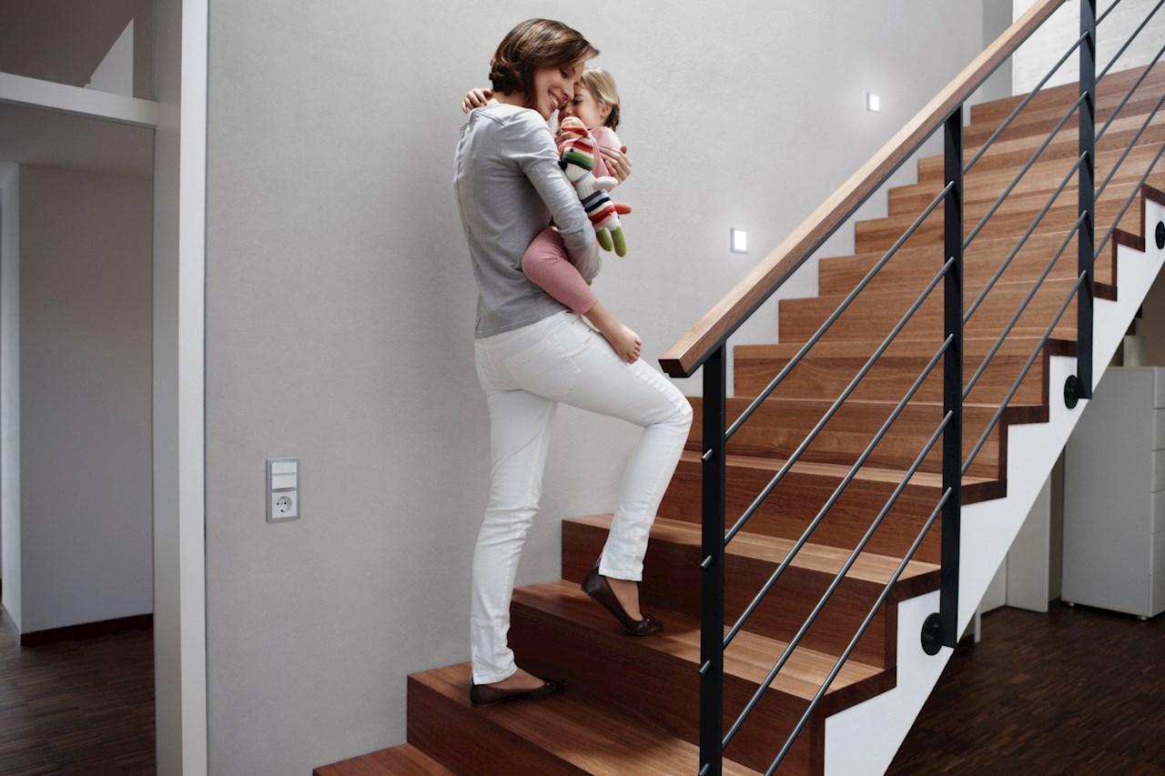 Med komfortbryter installert vil lyset automatisk slå seg på ved bevegelse og man kan gå tryggere i trapper.