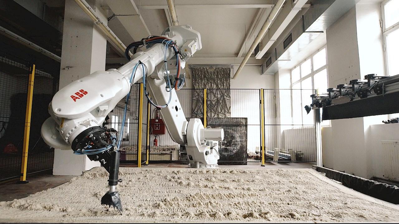 Robot ABB vytváří reliéf pro opláštění výdechu z tunelu Blanka