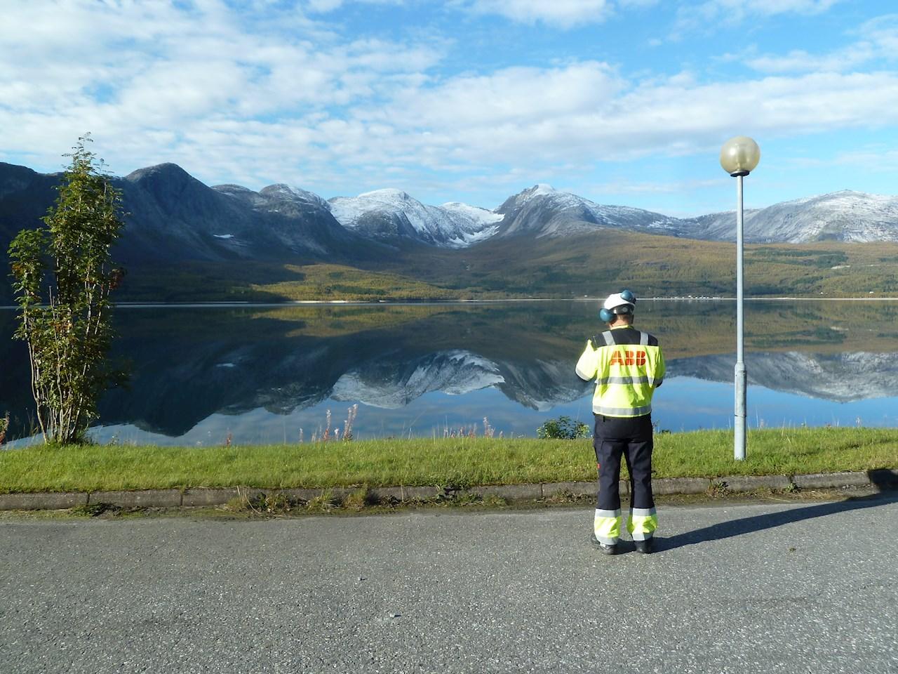 Utsikt fra Kobbelv vannkraftverk som får modernisert styringssystem fra ABB (Ill. ABB).