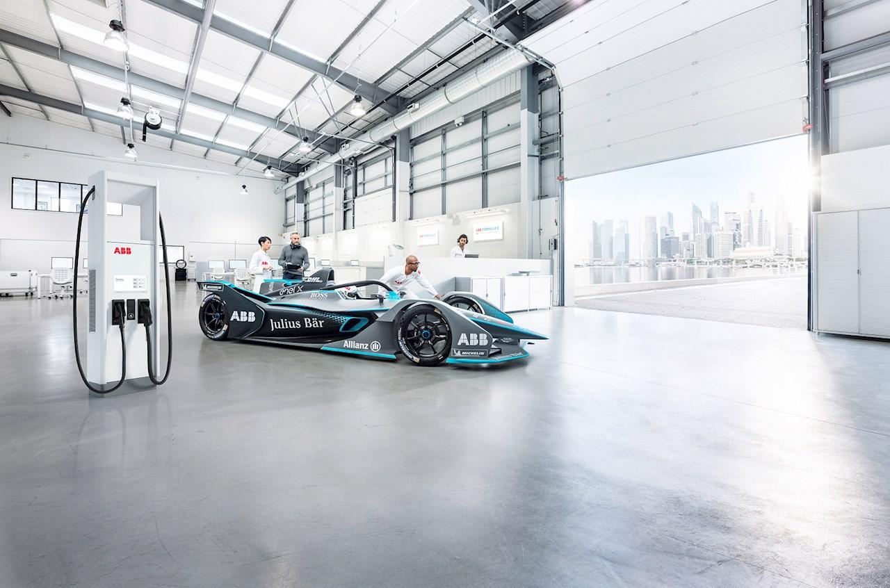 Az ABB villámtöltési technológiát szállít az ABB FIA Formula-E világbajnokság harmadik generációs versenyautóihoz