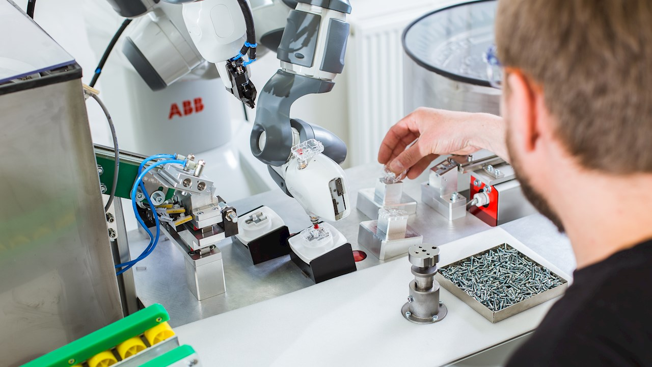 YuMi manufacturing sockets at ABB's plant in the Czech Republic