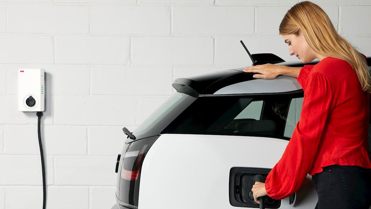 """Az ABB és a Green.TV az Elektromos Járművek Világnapjához kapcsolódó kampányában """"a következő autóm elektromos lesz"""" vállalásra buzdítja az autósokat"""