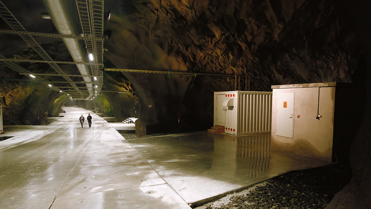 01 Located in what was once the world's largest olivine mine, the Lefdal Mine Datacenter is a 120,000 m² container-based data storage site in Måløy on the Norwegian West Coast. The site is projected to house as many as 1,500 containers with a cooling budget of up to 200 MW. It is in sites like this that data center automation is indispensable.