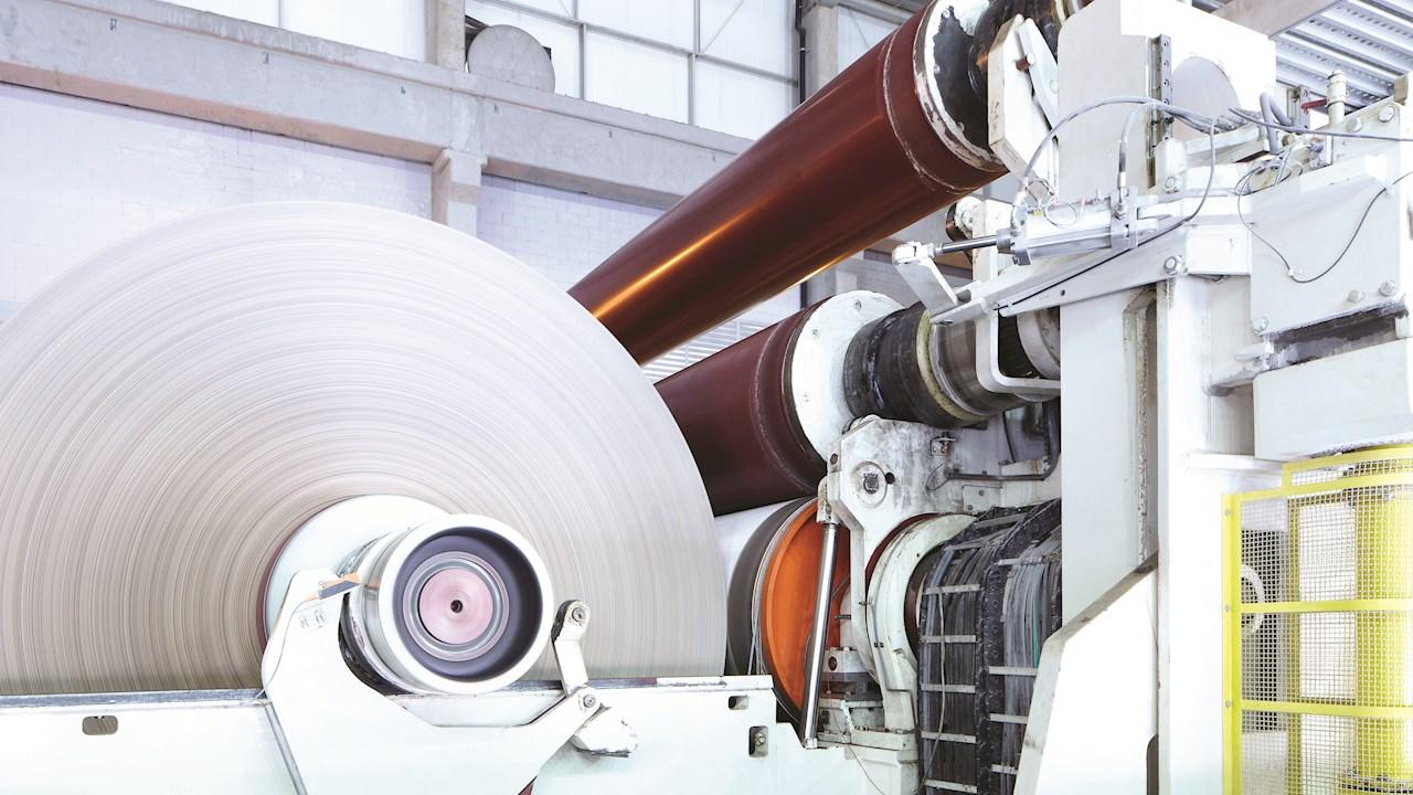 La nueva solución digital ABB Ability™ supervisa el estado del accionamiento de la máquina de papel para evitar fallas y aumentar la productividad
