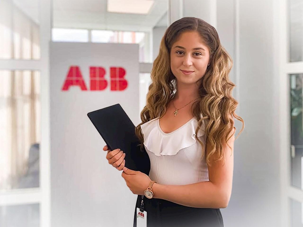 För tredje sommaren i rad sommarjobbar Alexandra på ABB Robotics i Västerås